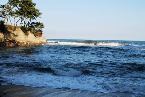 海岸から見た六角堂