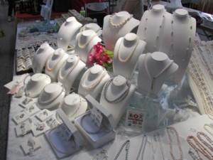 霞ヶ浦で養殖した淡水パールを使った明恒パールのネックレスやイヤリング
