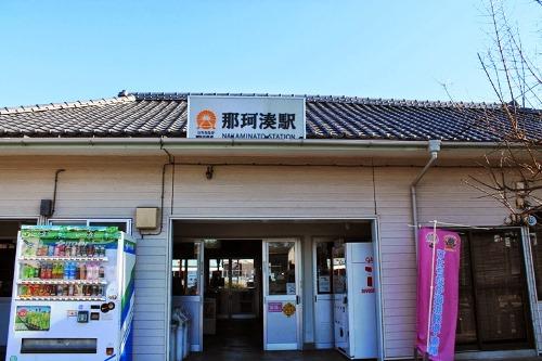 築100年を超える貴重な木造駅舎の「那珂湊駅」です。