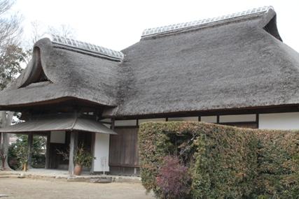 茅葺き屋根が特徴の麻生藩家老屋敷記念館