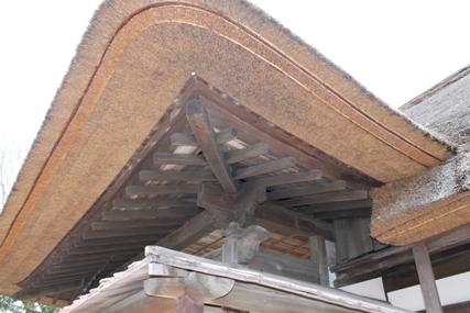 麻生藩家老屋敷記念館の茅葺き屋根でとても手入れされていて綺麗です。
