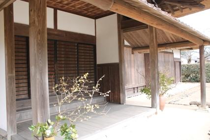 麻生藩家老屋敷の軒下です。,廃藩置県によりその歴史を閉じました。
