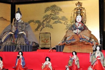 桜川市真壁潮田家のひな人形は江戸時代に作られました。