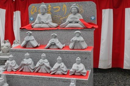 茨城県真壁石工技能士会が制作した石の雛人形