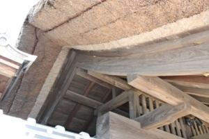 茨城県行方市玉造にある伝統的な茅葺き屋根です。