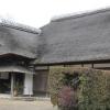 豪壮な入母屋造の茅葺き屋根が特徴の麻生藩家老屋敷(行方市)